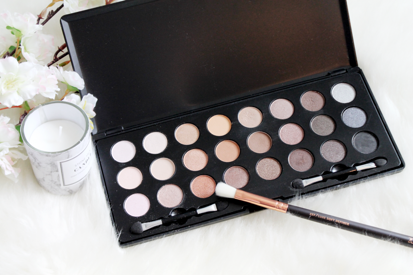 palette-eyeshadows-max&more-action